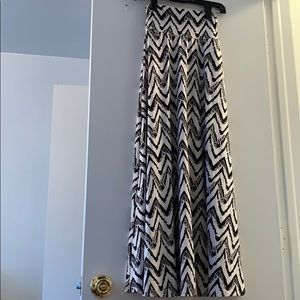 Flowy black & white maxi skirt with ruched waist